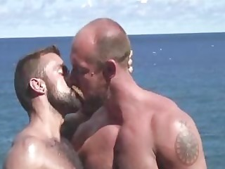 muscle daddies fucking by the sea